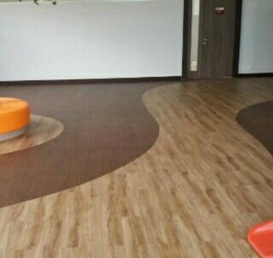 Lantai Rumah Menjadi Lebih Bersih dan Natural Dengan Aksen Vinyl